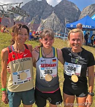 Unser Foto zeigt die Siegermannschaft (v.l.) Monica Carl, Simone Raatz und Martina Schumacher.