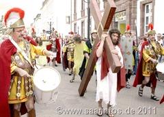 Auf dem Weg zur Kreuzigung  8232