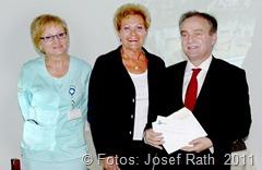 rechts  Direktor des Krankenhauses in Bochnia, Wojciech Szafrański,  Mitte: Landrätin Monika Bachmann links leitende Ärztin für innere Medizin, Dr. Anna Kosturekt,