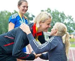 Bianca Kappler gratuliert Melanie Bauschke